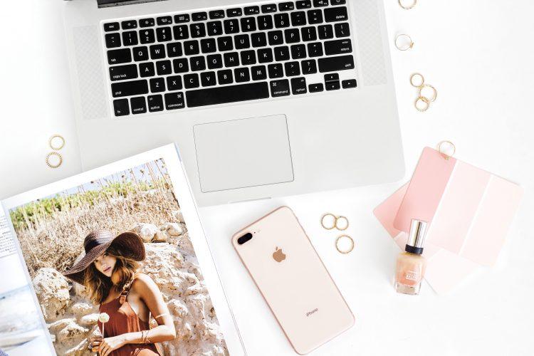 meld je op social media dat je weg bent voor je blog